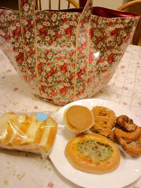 冷やして食べるパン_c0106100_8373493.jpg