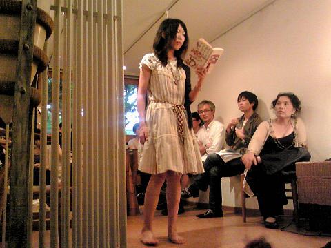 伊藤比呂美さんの詩の会、ぶじ終了しました。_e0151902_1111015.jpg