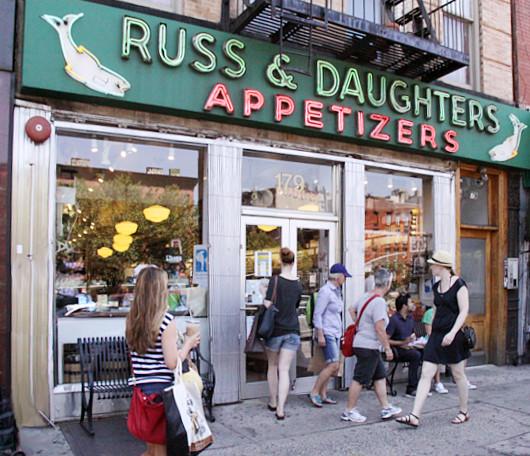 ニューヨークNo1の老舗アペタイザー屋さん、Russ & Daughters_b0007805_7325586.jpg