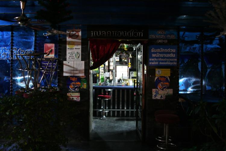 バンコク  閉店後のゴーゴーバー_b0061717_514168.jpg