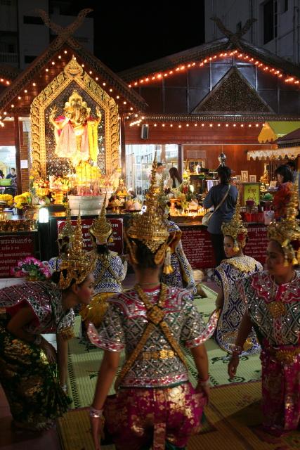 バンコク  民族舞踊練習風景_b0061717_51433.jpg