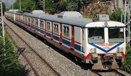 イスタンブール トルコ国鉄の近郊電車_e0030537_21565357.jpg