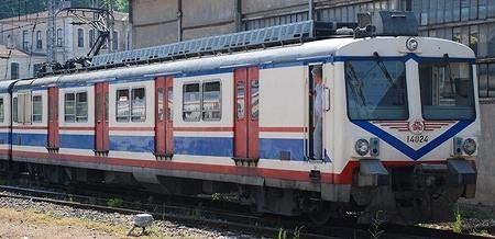 イスタンブール トルコ国鉄の近郊電車_e0030537_2219539.jpg