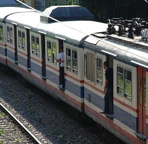 イスタンブール トルコ国鉄の近郊電車_e0030537_22365468.jpg