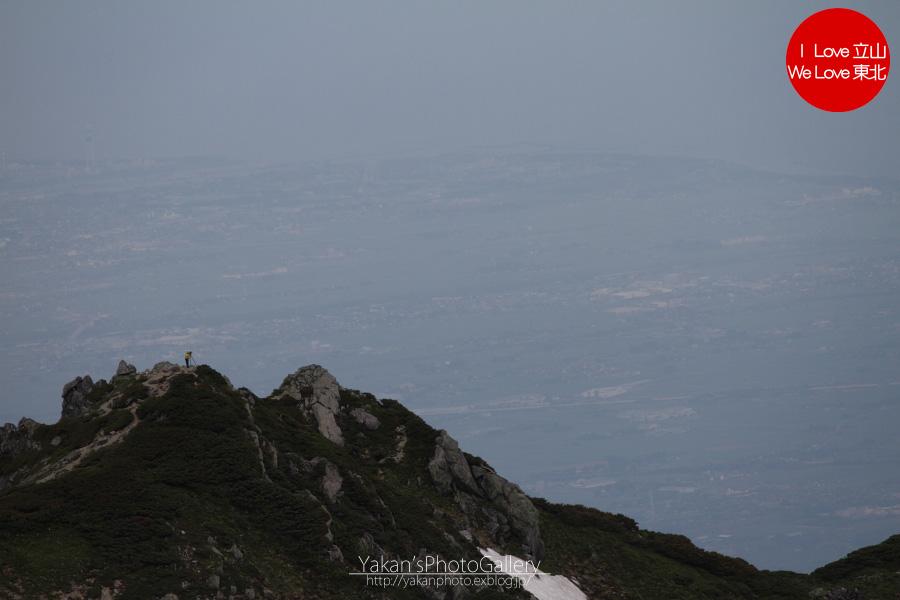 立山連峰山荘めぐり&立山縦走2011 18 別山より望む剱御前岳と、富山の山々_b0157849_10495.jpg
