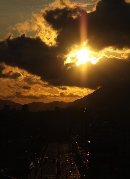 太陽柱と黒い雲…_c0165046_9152368.jpg