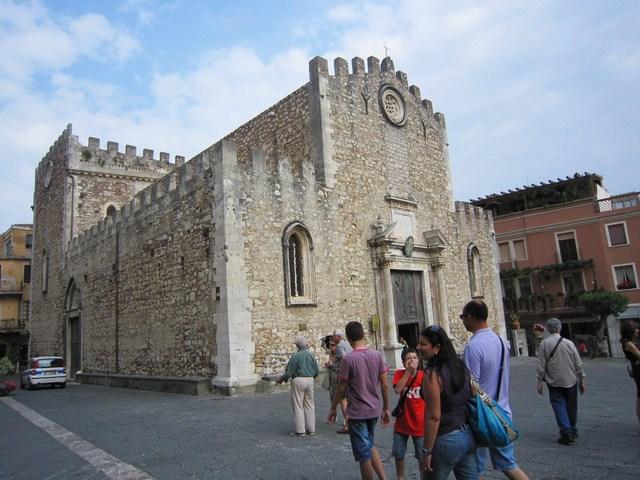 147. 大聖堂Cattedrale(タオルミーナ・シチリア島)_e0233674_14224820.jpg