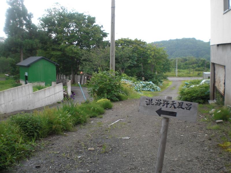 夏の津軽(6)野趣溢れる野天風呂@嶽温泉山楽_c0013687_6261659.jpg