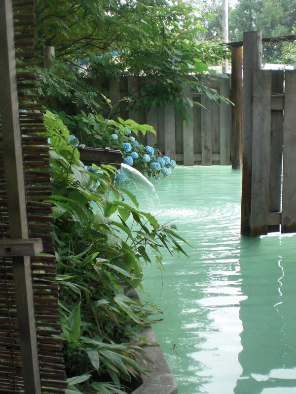 夏の津軽(6)野趣溢れる野天風呂@嶽温泉山楽_c0013687_627292.jpg