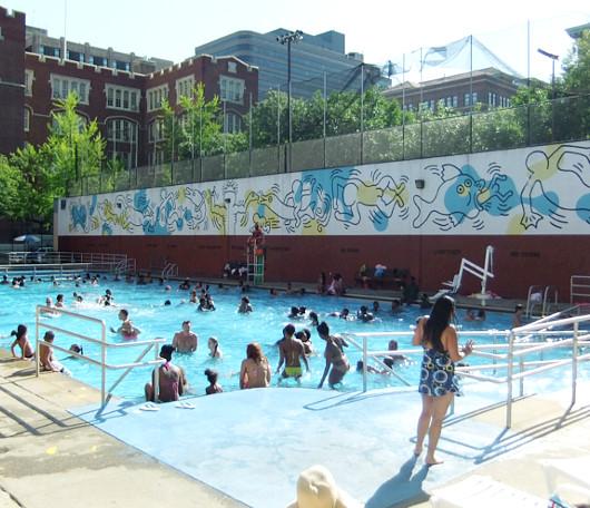 ニューヨークの市民プールはキース・へリングさんの巨大壁画つき_b0007805_10372026.jpg