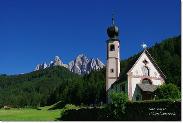 ドロミテ フネス谷の 可愛い教会_f0179404_22483636.jpg