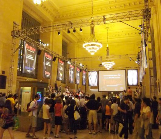 グランド・セントラル・ターミナルで10代の子達のボーリング大会?!_b0007805_2202787.jpg