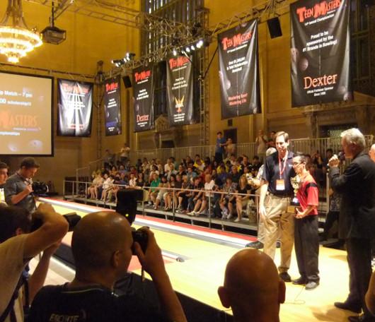 グランド・セントラル・ターミナルで10代の子達のボーリング大会?!_b0007805_2232631.jpg