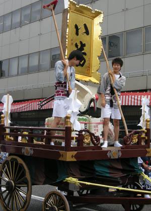 今日は新潟祭りの前夜祭の民謡流しで、7日(日)は新潟川開き花火大会です_d0178448_10223262.jpg