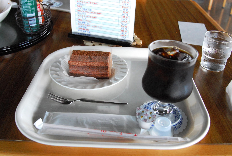 喫茶ひだまりにケーキ2種_a0103650_2235293.jpg