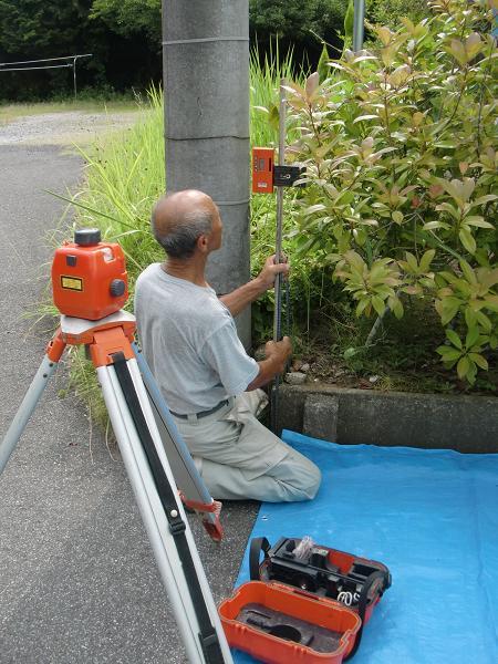 フェンス取付工事 ~ フェンスの柱建て_d0165368_621525.jpg