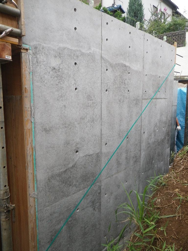 宮前区の家 車庫部壁型枠外し_d0005380_11142160.jpg