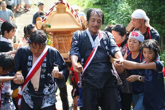 御蔵島のお祭り_e0015223_22254421.jpg