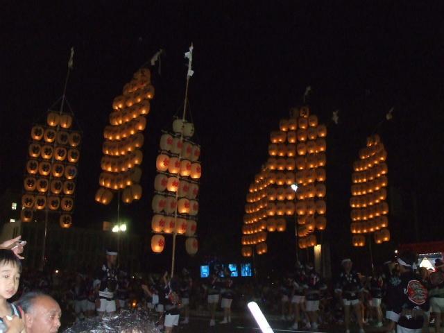 秋田竿燈祭り_f0019498_15502432.jpg