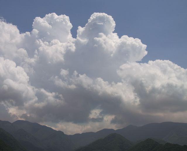 「空」ばかり眺めて暮らしている・・・_f0144003_18405382.jpg