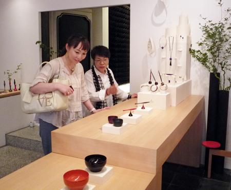 ショップチャンネルのキャスト、長谷川香子さんがご来店くださいました!_c0145608_1355535.jpg