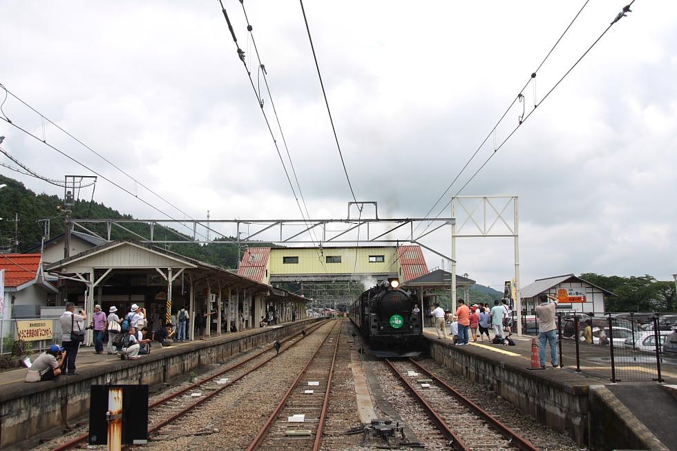 時を超えて発車を待つ - 2011年盛夏・信越線 -_b0190710_22395269.jpg
