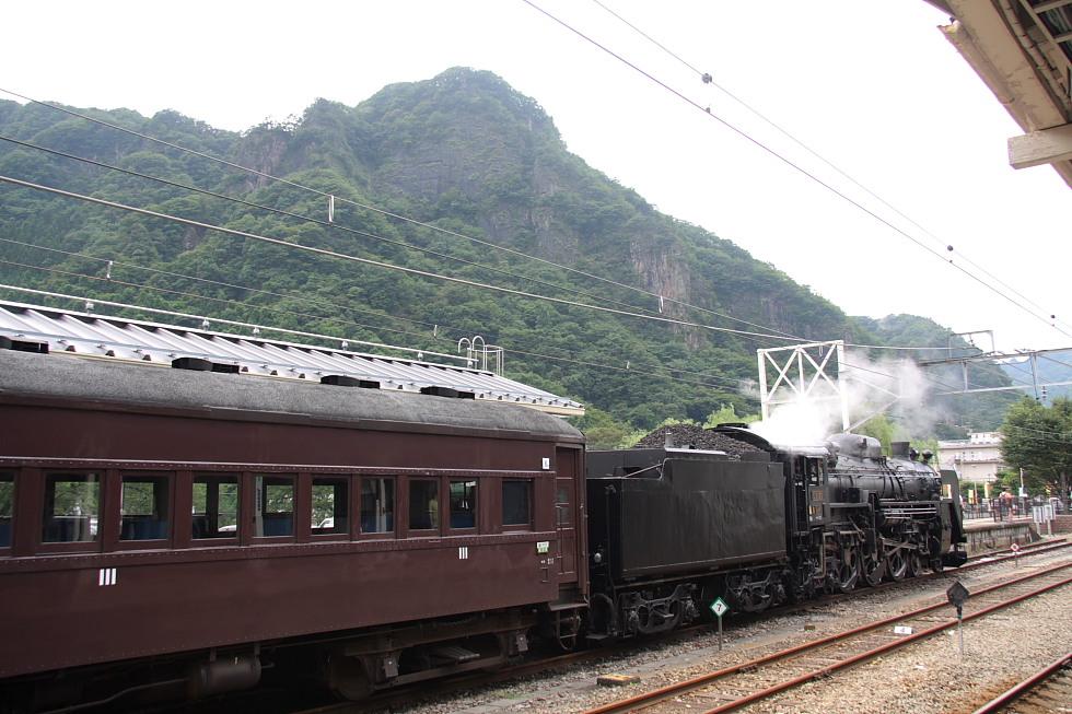 時を超えて発車を待つ - 2011年盛夏・信越線 -_b0190710_22401050.jpg