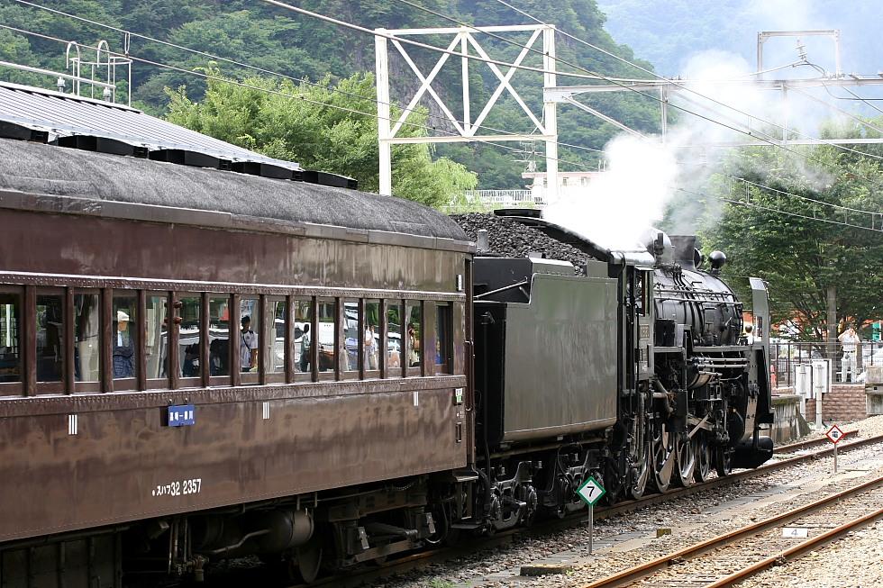 時を超えて発車を待つ - 2011年盛夏・信越線 -_b0190710_22404193.jpg