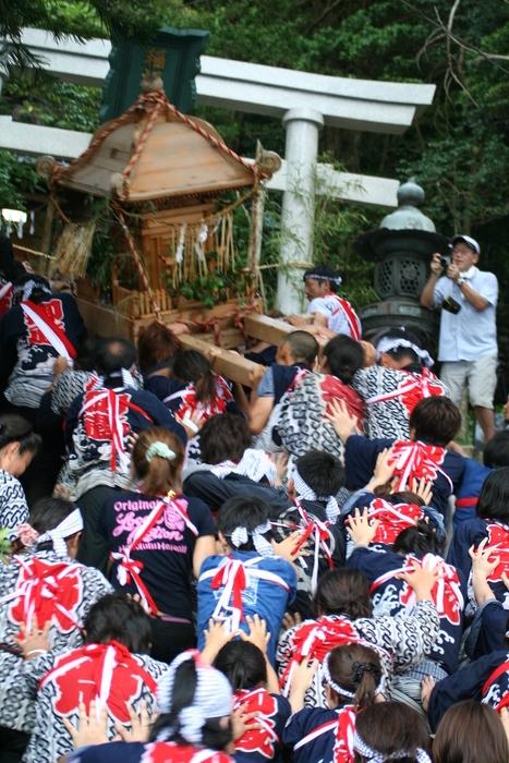 御蔵島のお祭り_e0015223_20502191.jpg