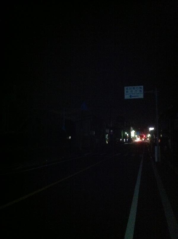道路が真っ暗でとても危険だと思うのです。_b0028732_12039.jpg