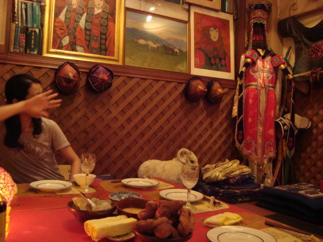 巣鴨「モンゴル料理 シリンゴル」へ行く。_f0232060_1221322.jpg