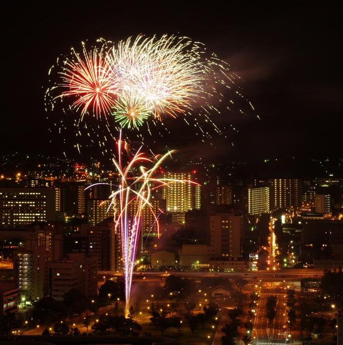 小倉の花火を撮ってみました。_a0129474_2222543.jpg