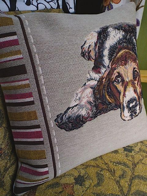 ゴブラン織り、犬の絵柄のクッションカバー。_c0157866_11454493.jpg