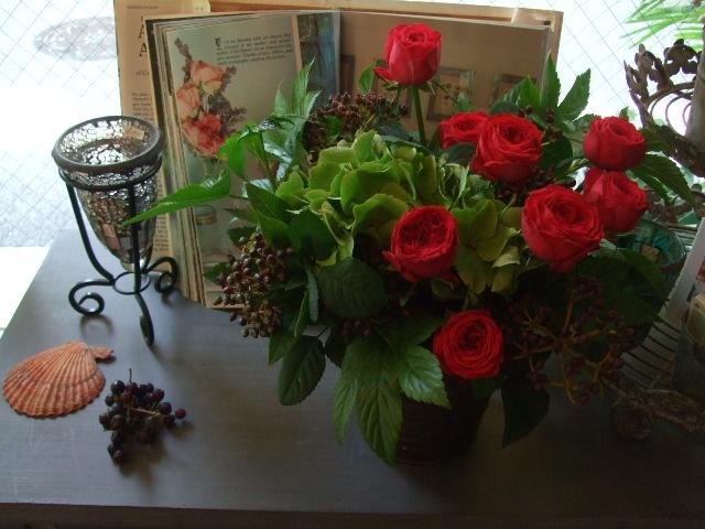 オークリーフ(赤バラと秋色紫陽花のアレンジメント)_f0049672_1257588.jpg