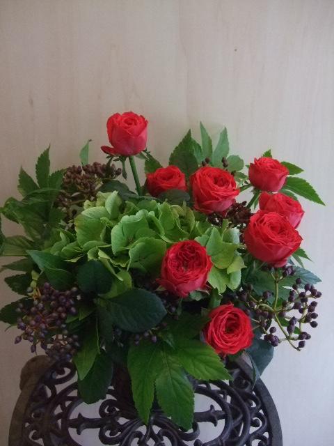 オークリーフ(赤バラと秋色紫陽花のアレンジメント)_f0049672_125865.jpg