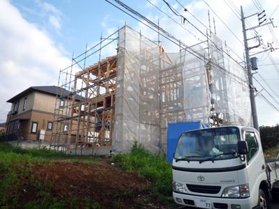 屋根をささえる垂木作業中です。_a0148909_0454234.jpg