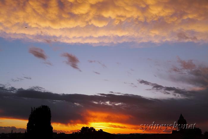 夕焼けとダイナミックな雲_f0084337_13174752.jpg