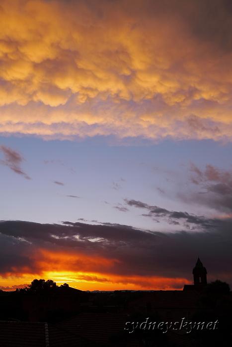 夕焼けとダイナミックな雲_f0084337_13175380.jpg