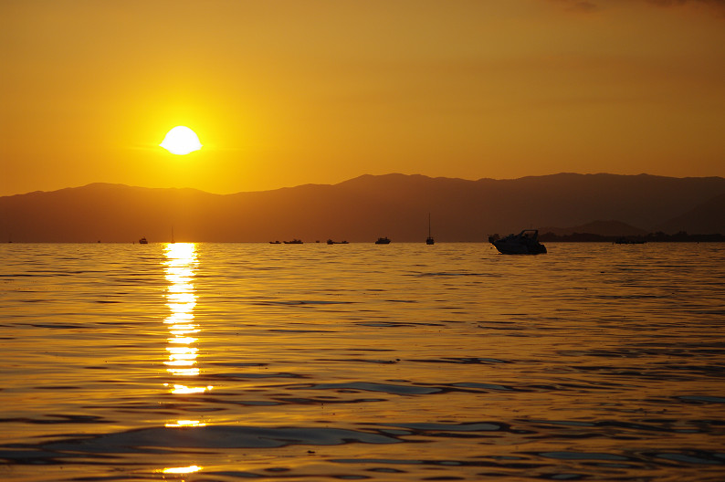 湖北の夕陽..._f0152550_22435629.jpg