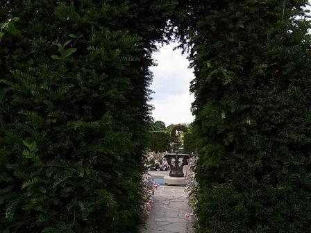 Hever Castle  チューダーガーデン_d0127182_14385215.jpg