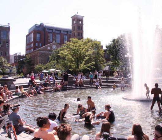 今年はワシントン・スクエアの噴水で水遊びする大人が増えた気がします_b0007805_12121761.jpg