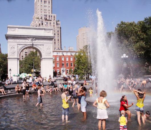 今年はワシントン・スクエアの噴水で水遊びする大人が増えた気がします_b0007805_12142790.jpg