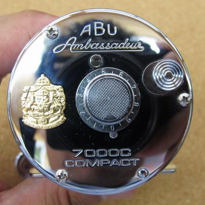 Abu 7000C Compact Red/Chrome NEW  入荷_a0153216_13405374.jpg