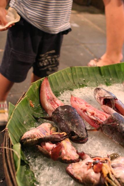 バンコク  深夜の市場で新鮮食材_b0061717_033987.jpg