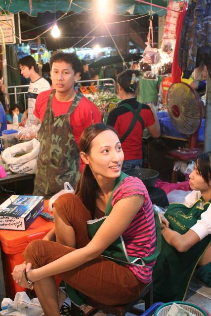 バンコク  夜ふけの市場で新年好_b0061717_0405013.jpg