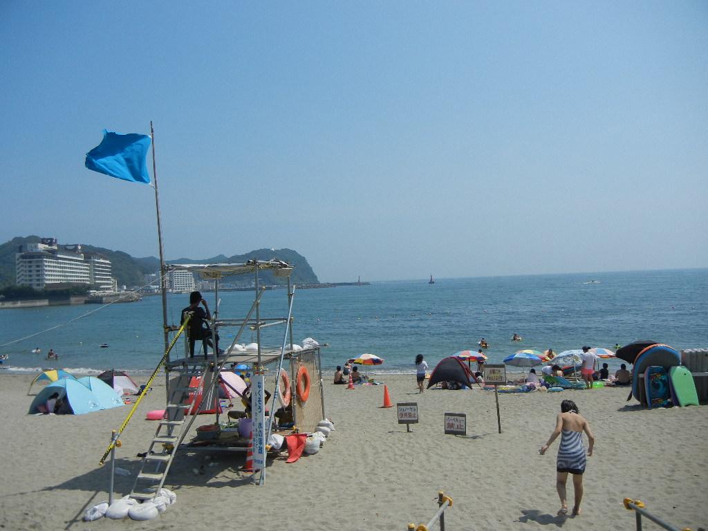 2011年8月12日(金)暑いけど、海水浴客もいっぱい!_f0060461_1551045.jpg