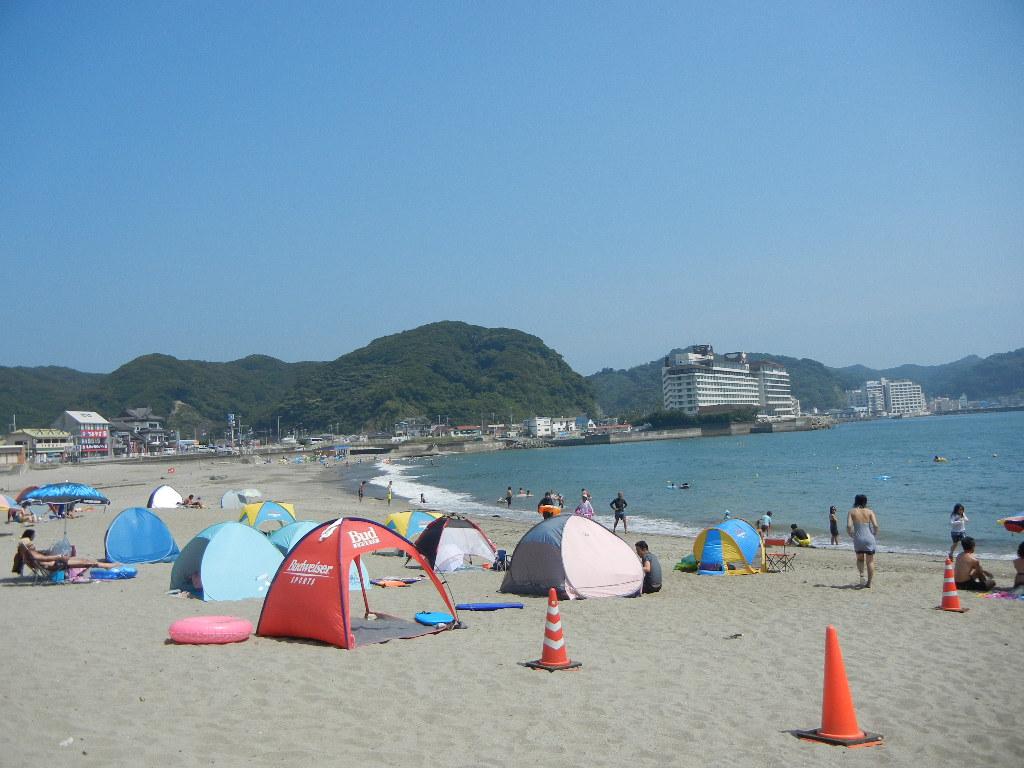 2011年8月12日(金)暑いけど、海水浴客もいっぱい!_f0060461_1551194.jpg