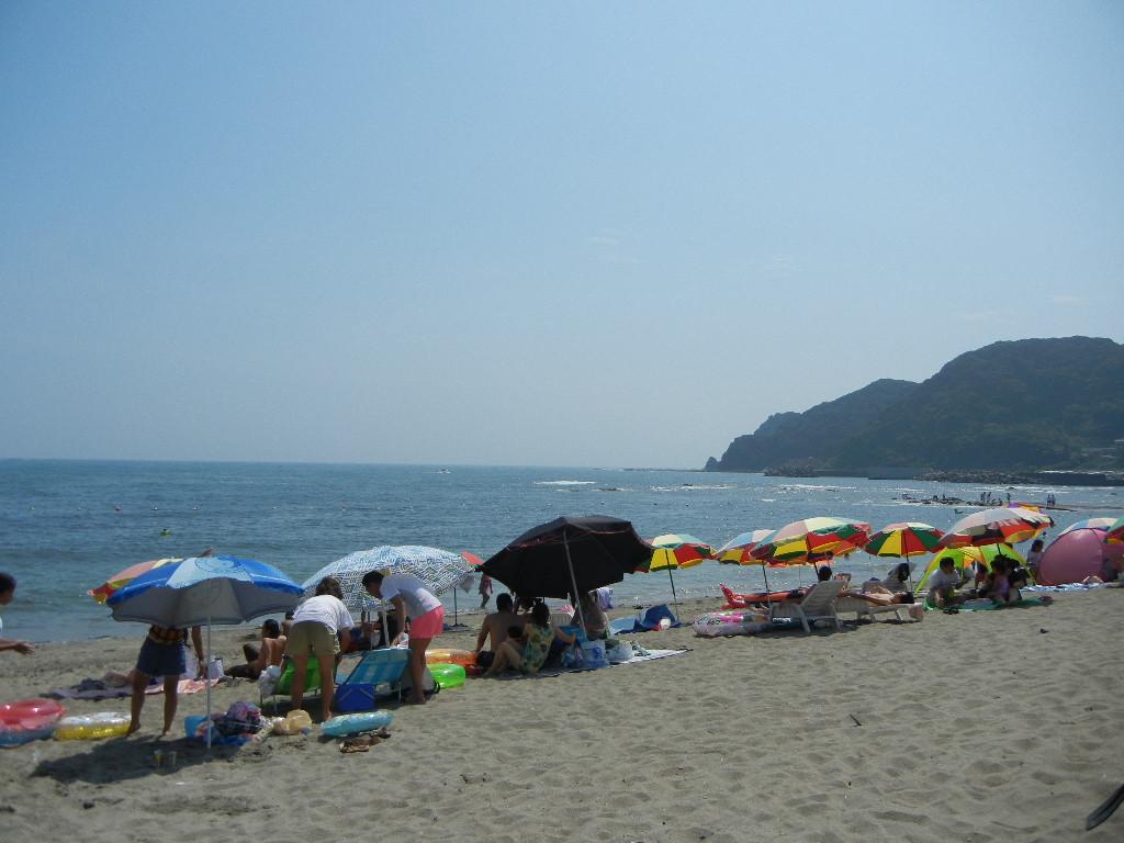 2011年8月12日(金)暑いけど、海水浴客もいっぱい!_f0060461_15515017.jpg