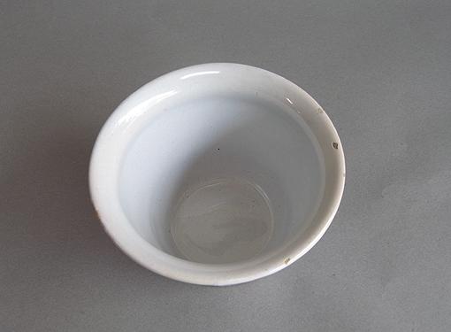 白釉の台皿_e0111789_11535545.jpg