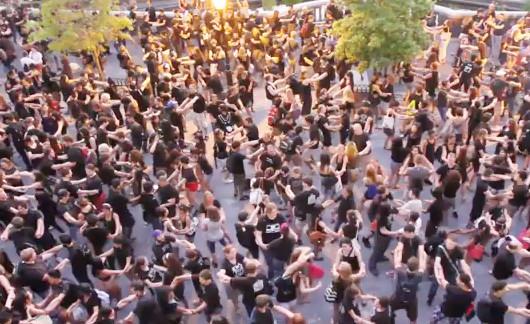 ますます人気のニューヨークのどこでも即興集団、Improv Everywhere_b0007805_15171743.jpg